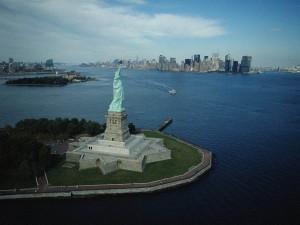 La estatua en la Isla de la Libertad